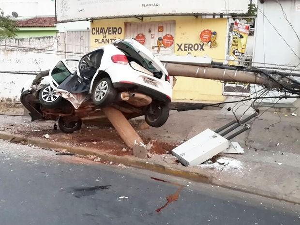 19509fed6e5 Acidente matou motorista de 32 anos na Avenida Historiador Rubens de  Mendonça