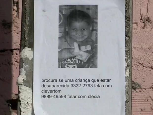 Família de Yasmim Rodrigues espalhou cartazes coma foto dela pelas ruas de Maceió (Foto: Reprodução/TV Gazeta)