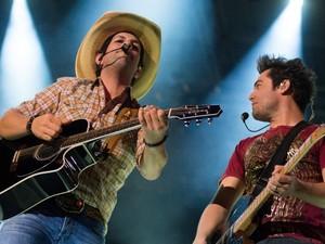 Fernando e Sorocaba encerram a oitava noite de shows na Arena do Parque do Peão em Barretos, SP (Foto: Érico Andrade/G1)