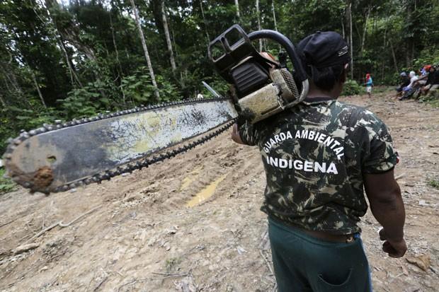 Eles desmontaram acampamentos instalados no interior da Terra Indígena Alto Turiaçu, que compreende seis cidades maranhenses (Foto: Lunae Parracho/Reuters)