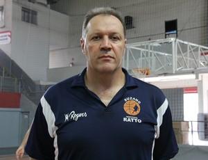 Durval treinador do Sub-22 do Suzano (Foto: Thiago Fidelix)