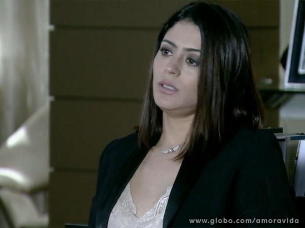 Silvia tenta consolar Niko (Foto: Amor à Vida/ TV Globo)