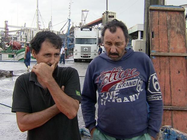 Pescadores sobrevivem a naufrágio em Santos (Foto: Reprodução/TV Tribuna)