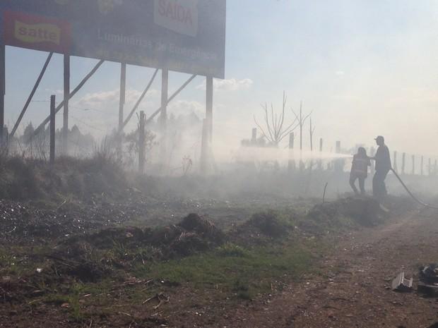 Fumaça prejudicou visibilidade no aeroporto (Foto: Lucas Neves/RBS TV)