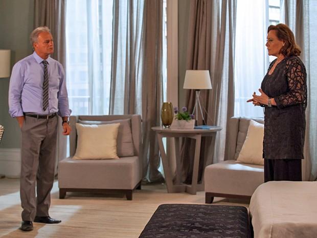 Tina toma coragem e pede o divórcio a Pedro (Foto: Fabiano Battaglin / Gshow)