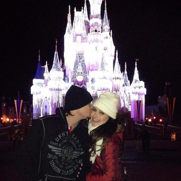 Leandro e Natália Guimarães em parque em Orlando, nos Estados Unidos (Foto: Facebook/ Reprodução)
