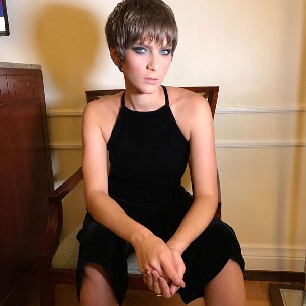 A atriz combinou o make com macacão preto de veludo (Foto: Acervo pessoal)