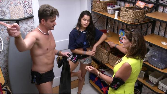 Marcos conversa com Ieda e Emilly (Foto: TV Globo)