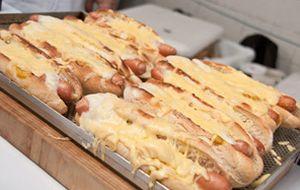 Cachorro-quente 'francês' tem mostarda de Dijon e gruyère