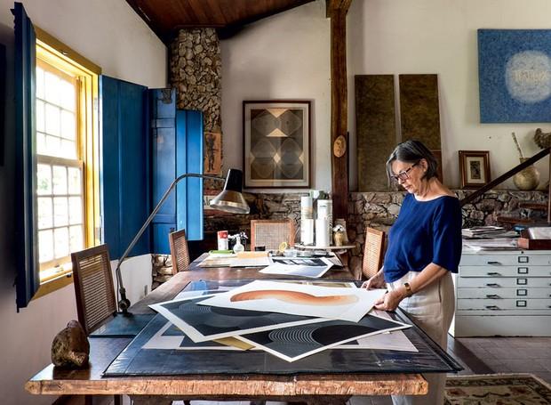 mesa-quadros-janela-arte (Foto: Lufe Gomes/Life by Lufe)