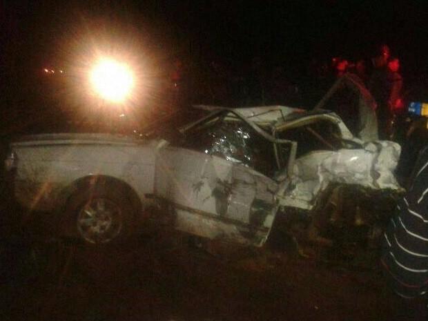 Carro é atingido por caminhão e dois jovens morrem na GO-431, em Pirenópolis, Goiás (Foto: AgMais)