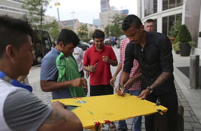 Luiz Gustavo seleção brasileira (Foto: Leo Correa/Mowa Press)