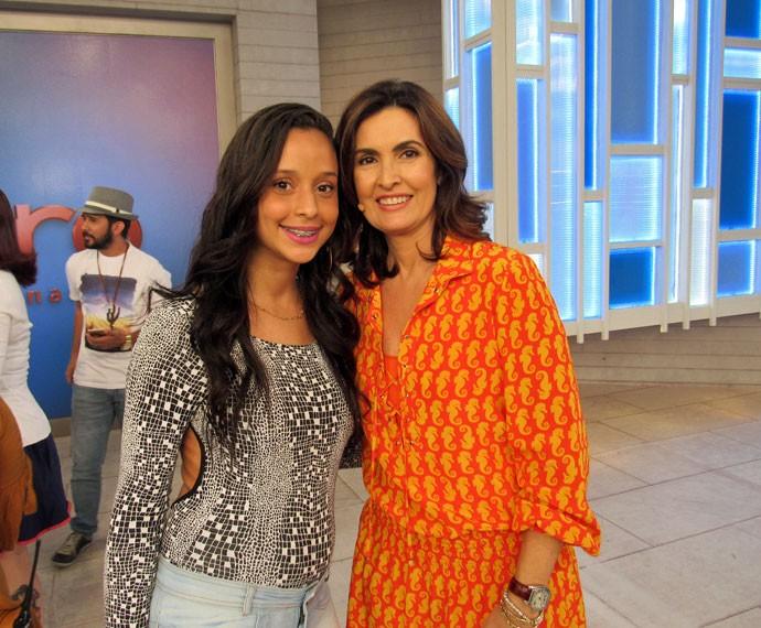 Convidada posa ao lado da apresentadora  (Foto: Viviane Figueiredo Neto/Gshow)
