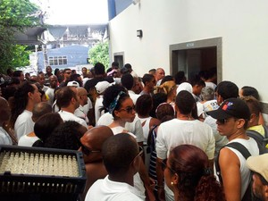 Reinaldo Pepê é enterrado em Salvador; vítima é bailarino do Balé Folclórico da Bahia (Foto: Ruan Melo/G1)