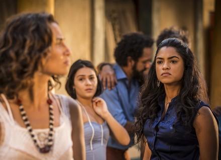 Luzia fica perplexa com a volta de Santo e provoca briga com Tereza