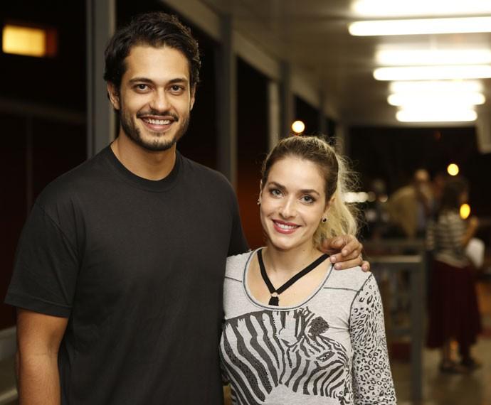 Raphael Viana e Monique Alfradique nos bastidores da vinheta do Dança dos Famosos (Foto: Ellen Soares/ Gshow)
