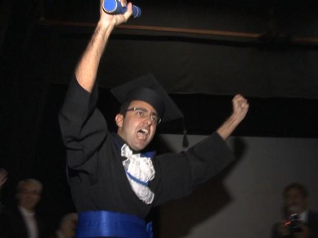 Rafael estudou com ajuda de colega e tradutores (Foto: Reprodução/ TV Gazeta)