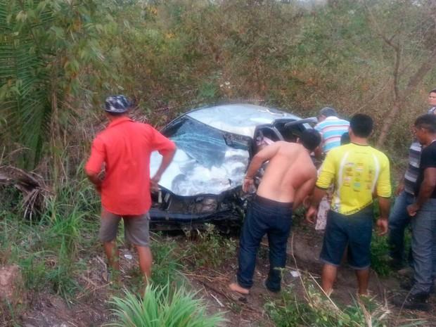 Acidente na PI 112 deixa pelo menos duas pessoas mortas (Foto: Ricardo/TV Clube)