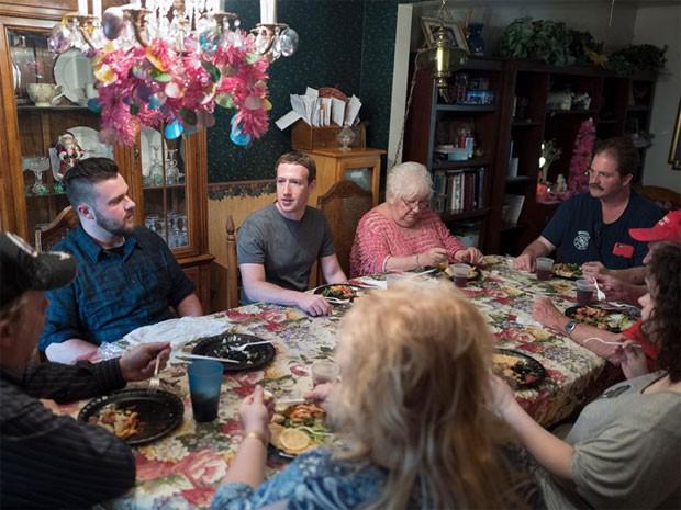 Mark Zuckerberg e a família americana  (Foto: Reprodução/TMZ)