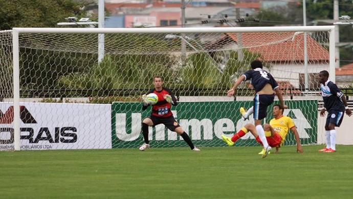 Luis Gueguel, atacante do São Bento, marcando gol sobre o Atlético Sorocaba (Foto: Jesus Vicente/ EC São Bento)