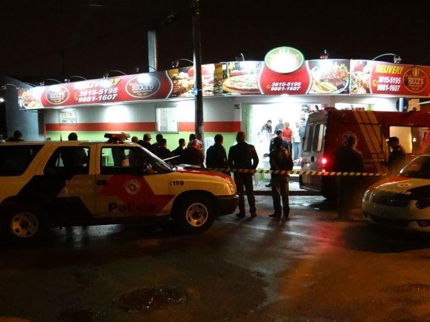 Criminosos assaltaram duas pizzarias antes do confronto com a PM.  (Foto: Valéria Cuter/ Botucatu Acontece )