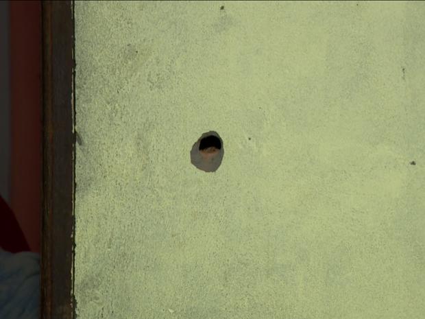 Homem é baleado durante assalto dentro de casa em Sumaré, SP (Foto: Reprodução EPTV)