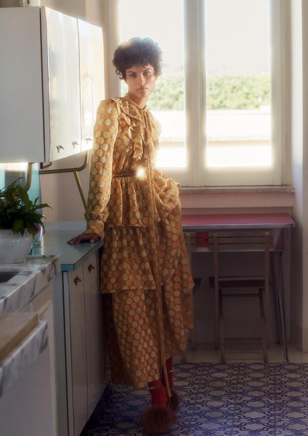 Ari Westphal usa vestido, cinto e sapatos, tudo Sonia Rykiel. (Foto: Laura Sciacovelli)