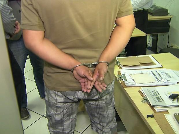 Pai é preso na Grande BH após anunciar bebê em site de classificados na internet (Foto: Reprodução/ TV Globo)