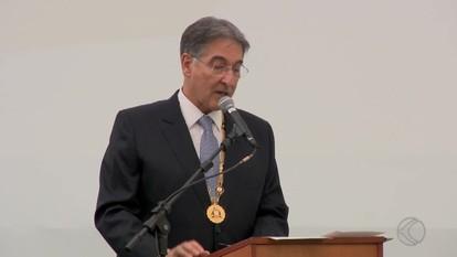 Medalha Santos Dumont é entregue a 111 homenageados