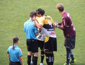 Fernando expulsão Criciúma x Santos final Copa do Brasil sub-20 (Foto: João Lucas Cardoso)