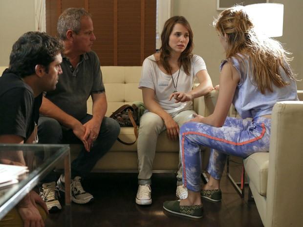 Letícia Colin ensaia com Isabelle Drummond sob direção de Jayme Monjardim (Foto: Pedro Curi / TV Globo)