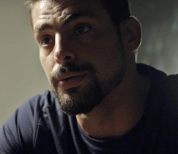 Juliano fica intrigado com as revelações de Zé Maria (Foto: TV Globo)