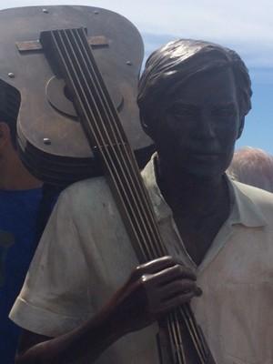 Familiares e amigos de Jobim estiveram presentes estiveram na inauguração da estátua de Tom Jobim (Foto: Alba Valéria Mendonça/G1)
