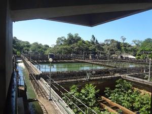 Visitantes podem acompanhar o tratamento da água que abastece Belém (Foto: Izabella Bemerguy / G1)