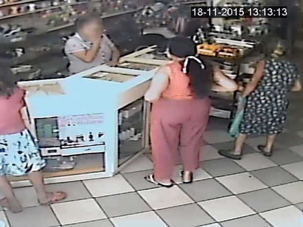 Idosas furtaram a loja de armarinhos no mês de outubro (Foto: Polícia Civil/Cedida)