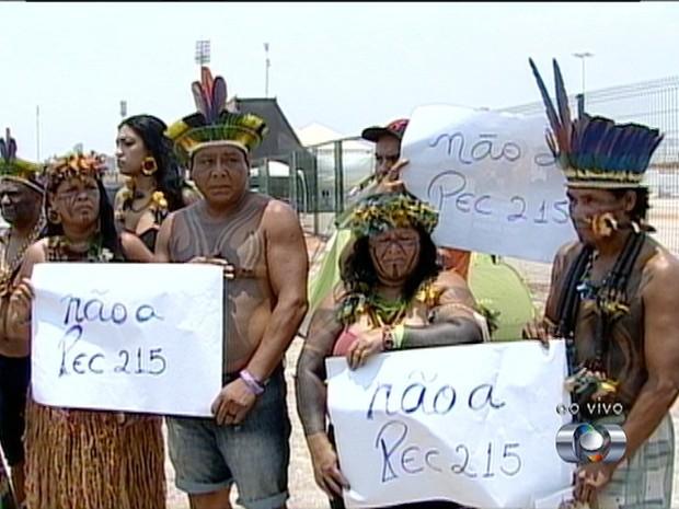 Etnias indígenas fazem protesto durantes os Jogos Mundiais (Foto: Reprodução/TV Anhanguera)