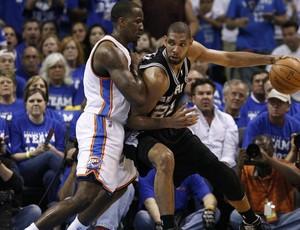 NBA Duncan Perkins Spurs x Thunder (Foto: Reuters)