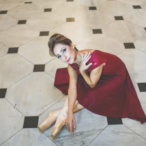 Ana Botafogo é a bailarina mais famosa do teatro e atual diretora no balé do Municipal (Foto: Cris Gomes)