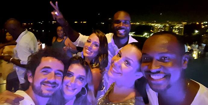 Os casais Andreoli e Rafa Brites, Fe Souza e Thiaguinho, e Rafael Zulu e Erys Martin são muito amigoss (Foto: Arquivo Pessoal)
