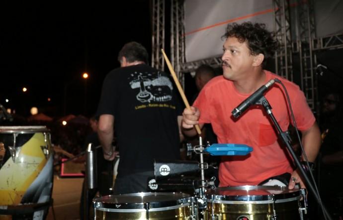 Se precisar, a galera de E o Tchan pode contar com a percussa de Fábio Lago. (Foto: Fred Pontes / Divulgação)