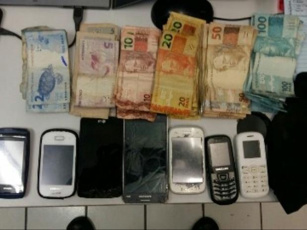 Pertences recuperados PRF (Foto: PRF/Divulgação)