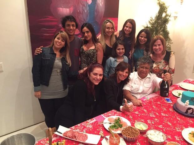 Zilu Camargo ao lado de Marlene Mattos, outras apresentadoras do programa e amigos (Foto: Divulgação)