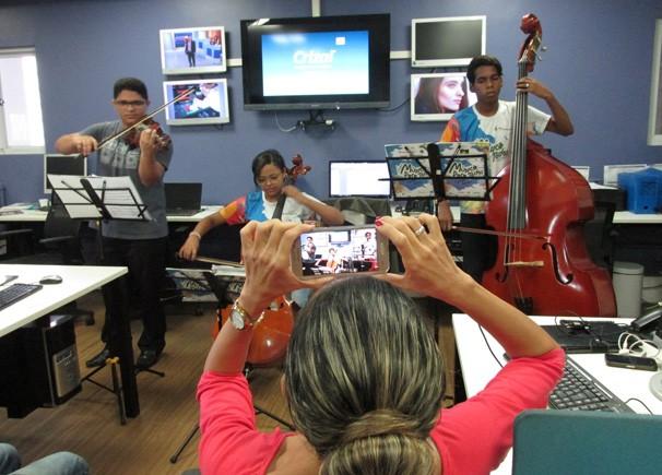 Música Para todos faz homenagem a jornalistas da Rede Clube (Foto: Laurivânia Fernandes/ Rede Clube)