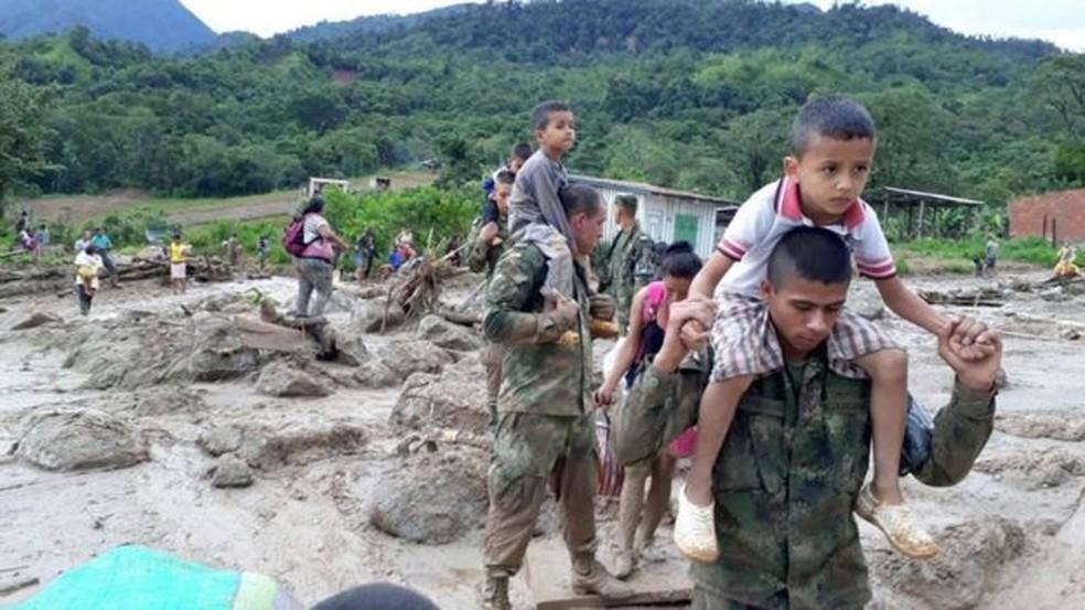Três rios transbordaram após chuvas intensas em Mocoa (Foto: Exército da Colômbia)