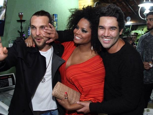 Igor Rickli, Adriana Bombom e Fernando Sampaio  em festa na Zona Oeste do Rio (Foto: Anderson Borde/ Ag. News)