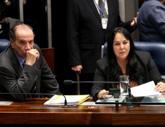 Os senadores Aloysio Nunes,O PSDB,e Rose de Freitas,do PMDB.Os dois partidos alimentam uma sólida relação de desconfiança (Foto: Wilson Dias/Agência Brasil)