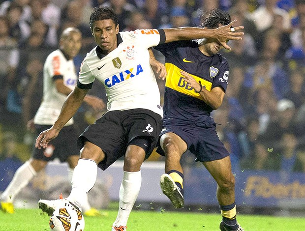 Paulinho jogo Corinthians Boca Juniors (Foto: AP)