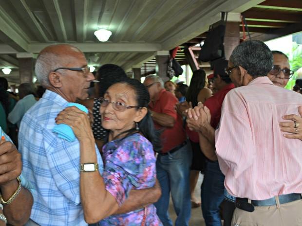Especialista diz que dançar é uma atividade importante na prevenção de demências  (Foto: Iryá Rodrigues/G1)
