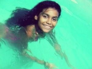 Naisla Loyola morreu após ter os cabelos sugados em piscina em Linhares, espírito Santo. (Foto: Reprodução/TV Gazeta)