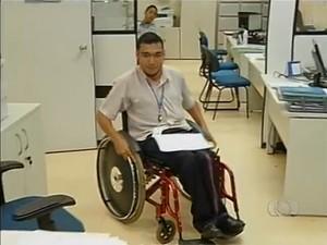 Para Fernando Fernandes o apoio dos pais foi essencial para garantir seu espaço no mercado de trabalho (Foto: Reprodução/TV Anhanguera)
